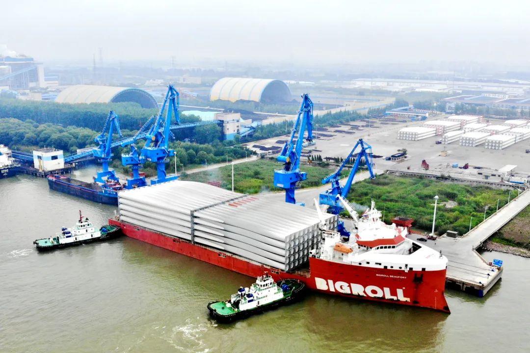 全球最大风电叶片轮波弗特海离港启航